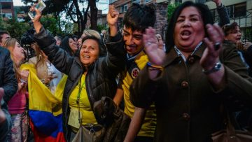 People celebrate after knowing the results of a referendum on whether to ratify a historic peace accord to end a 52-year war between the state and the communist FARC rebels, in Bogota on October 2, 2016.  Colombian voters rejected a peace deal with communist FARC rebels Sunday, near-complete referendum results indicated, blasting away what the government hoped would be a historic end to a 52-year conflict. / AFP PHOTO / DIANA SANCHEZ