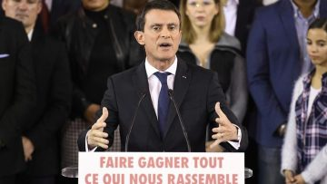French Prime Minister Manuel Valls delivers a speech to announce his bid to become the Socialist presidential candidate in the 2017 presidential elections  at the town hall of Evry  south of Paris  on December 5  2016    I am a candidate for the presidency of the Republic   he said  announcing he would step down as prime minister on December 6  2016 to contest the Socialist nomination in a January primary    AFP PHOTO   Lionel BONAVENTURE
